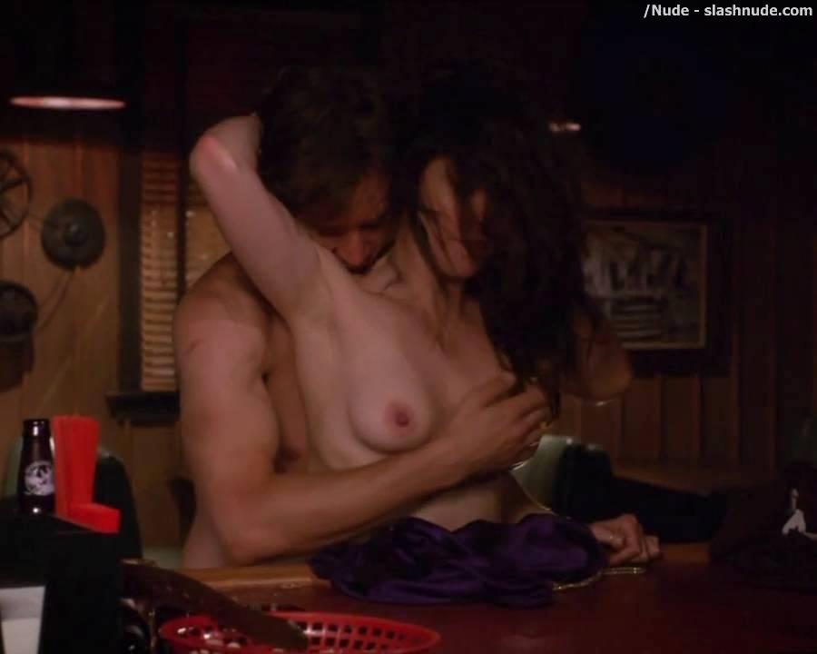 Mary Louise Parker Nipples photo 17