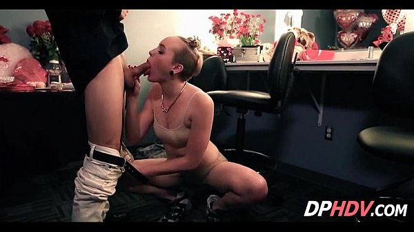 Does Miley Cyrus Have A Sex Video photo 16