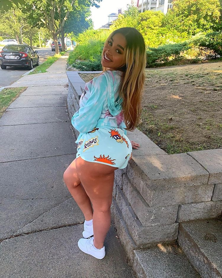 Giselle Big Ass photo 3