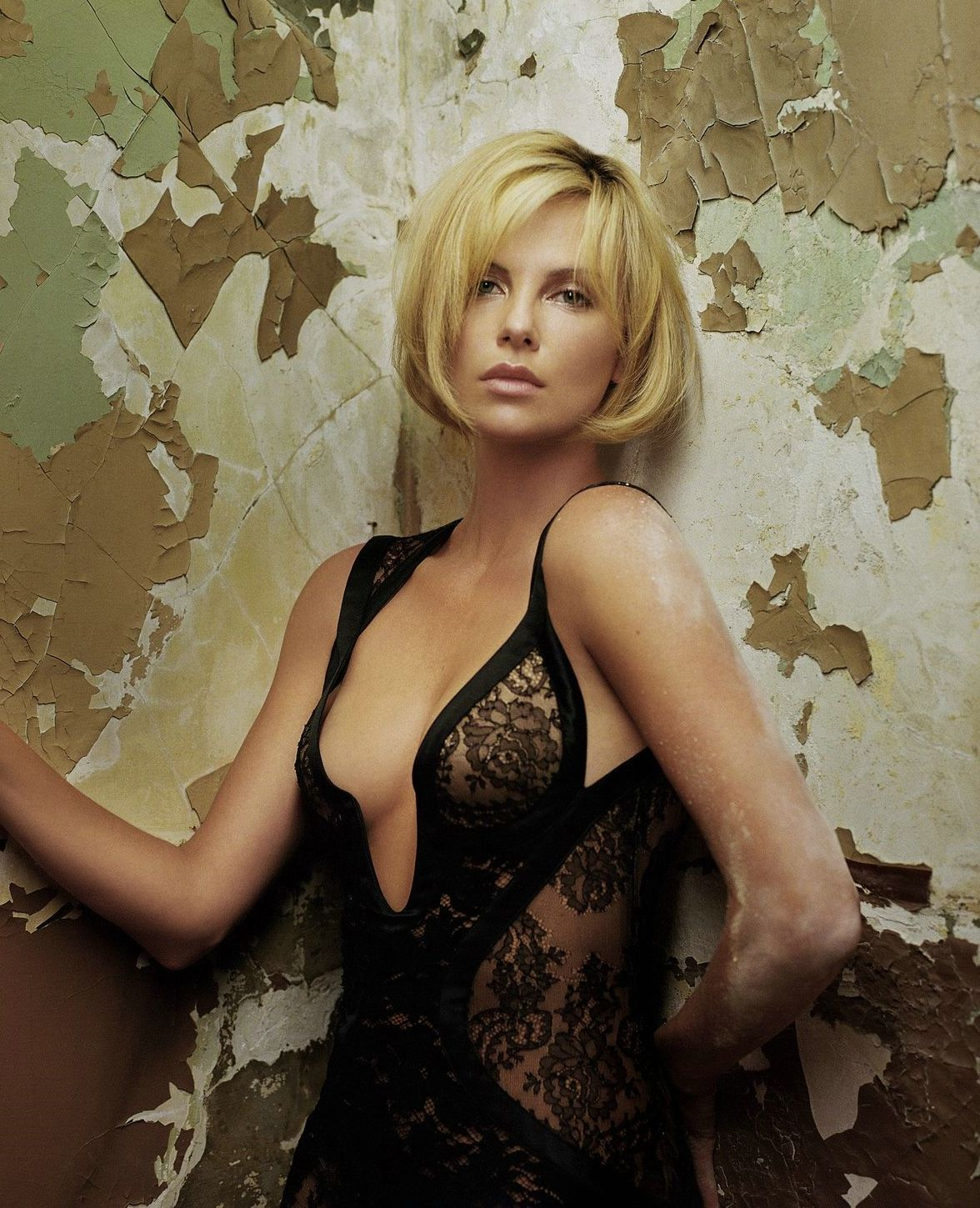 Charlize Theron Sexy Video photo 7