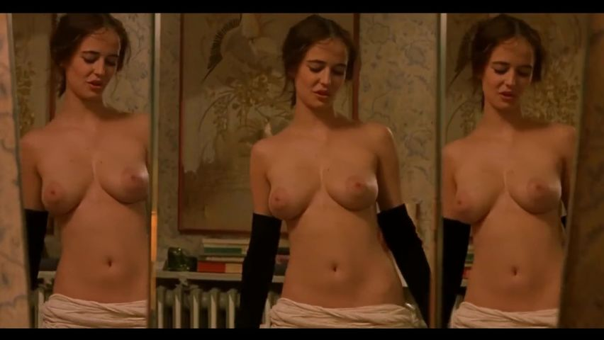 Celebrity Tits Pictures photo 16