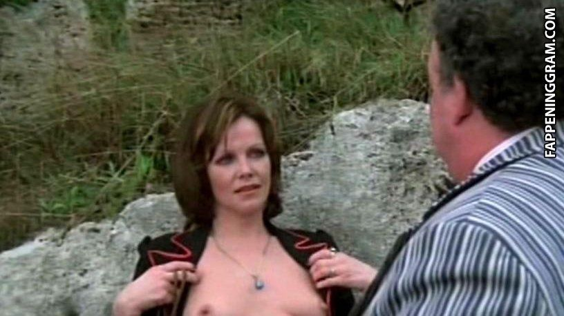 Laurie Metcalf Tits photo 14