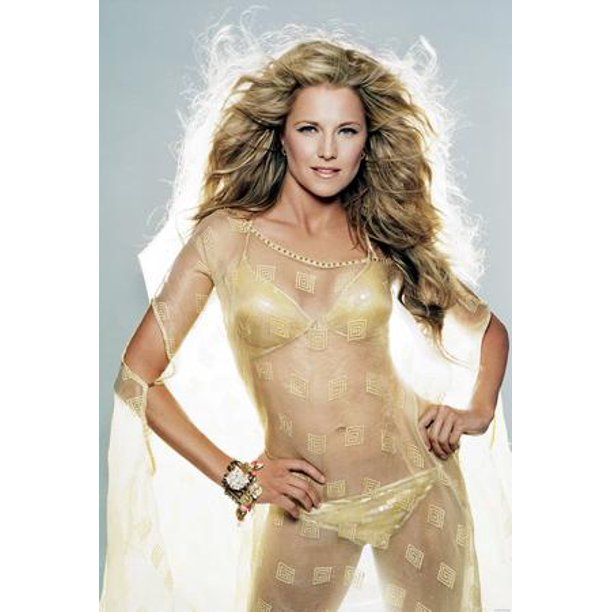 Lucy Lawless Hot Pics photo 8