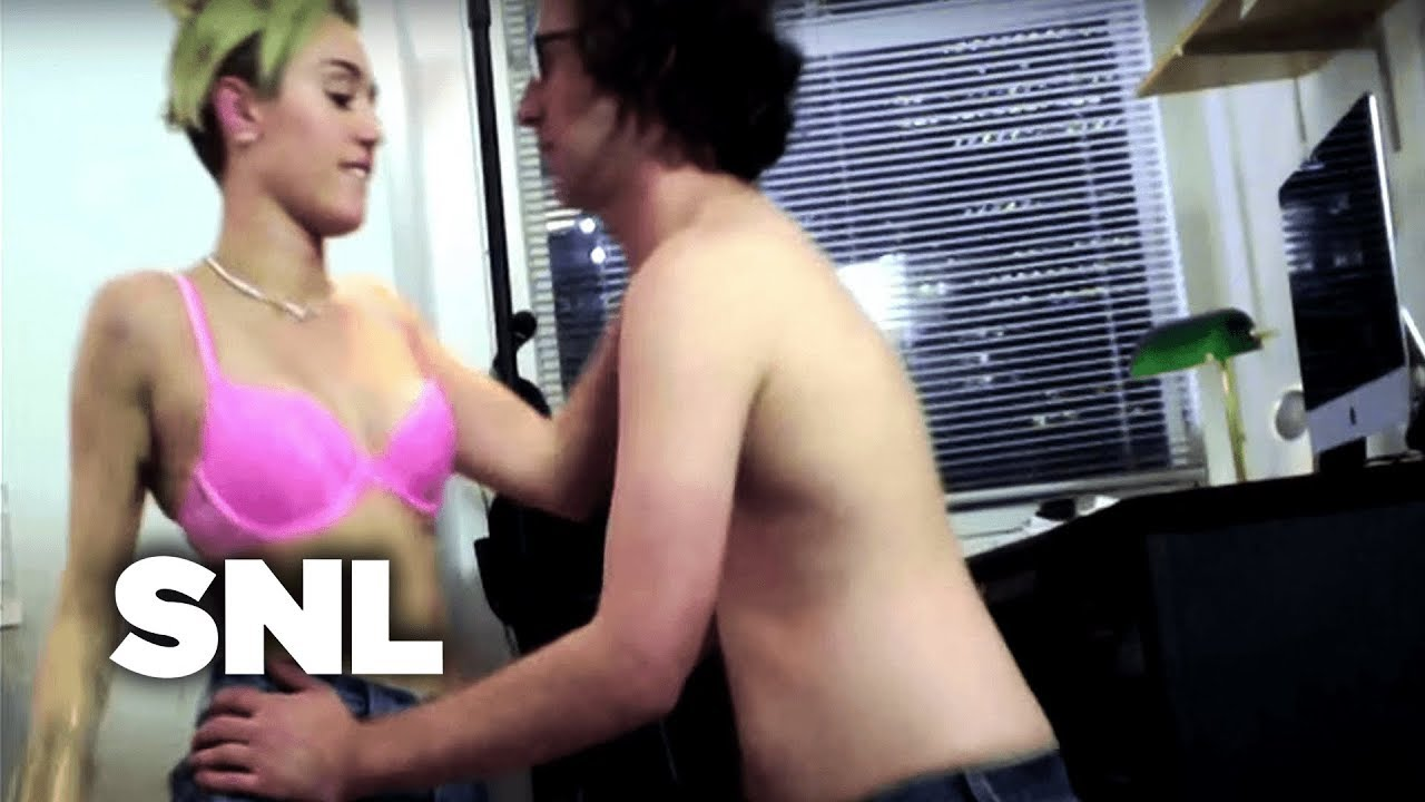 Does Miley Cyrus Have A Sex Video photo 25