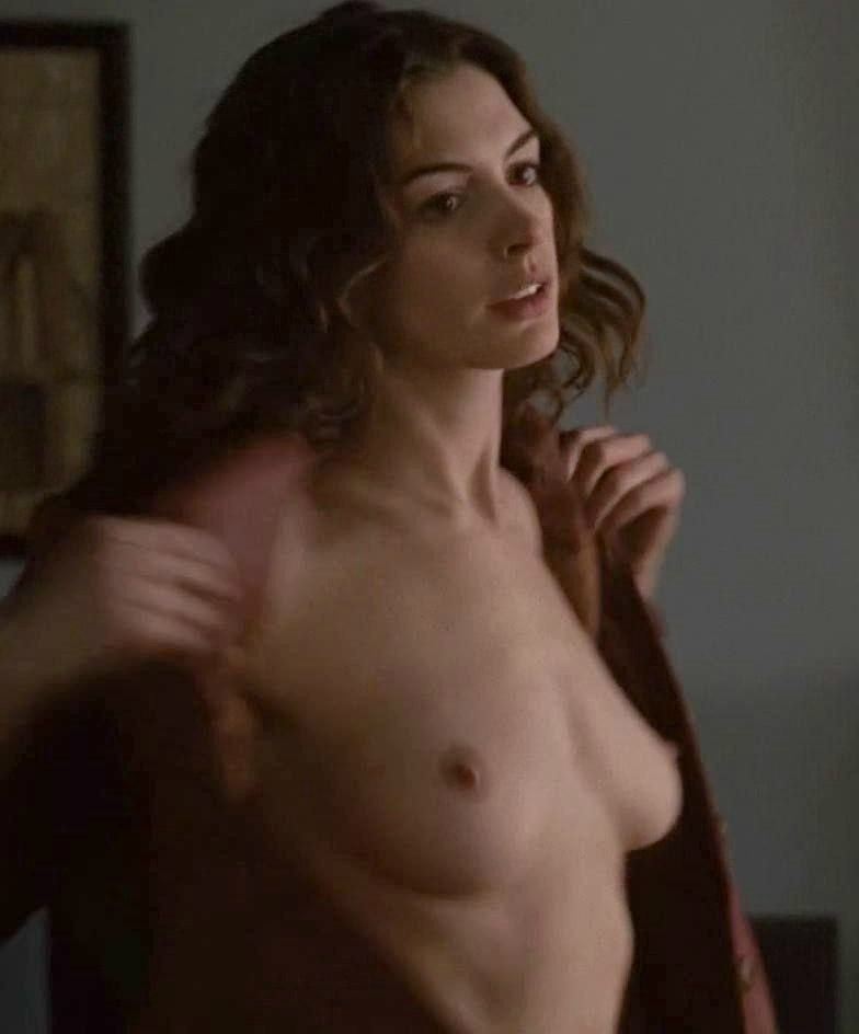 Anne Hathaway Naked Pussy photo 6