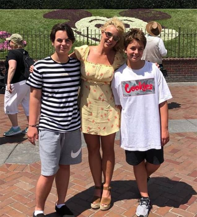 Brittany Spears Candid Photos photo 8