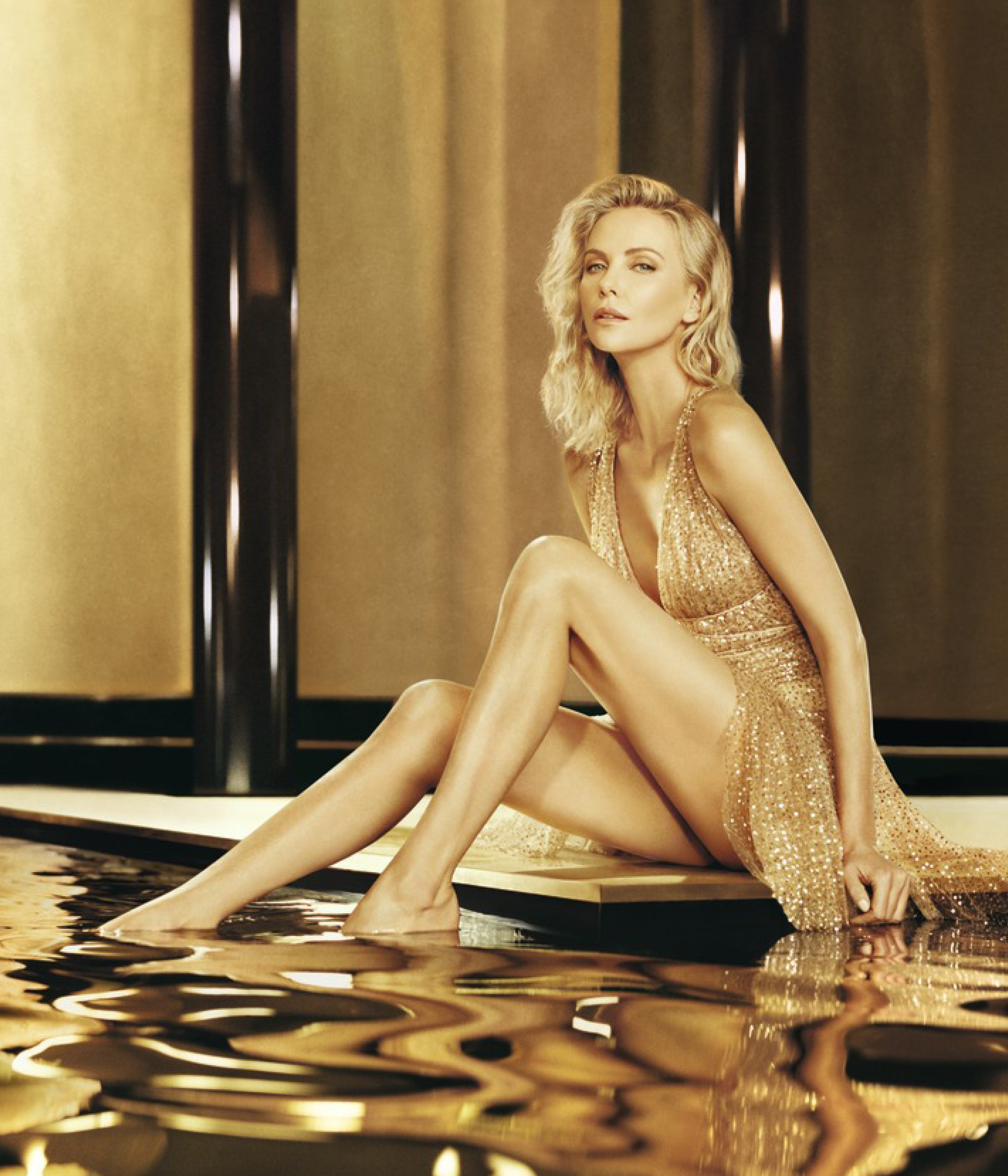 Charlize Theron Sexy Video photo 9