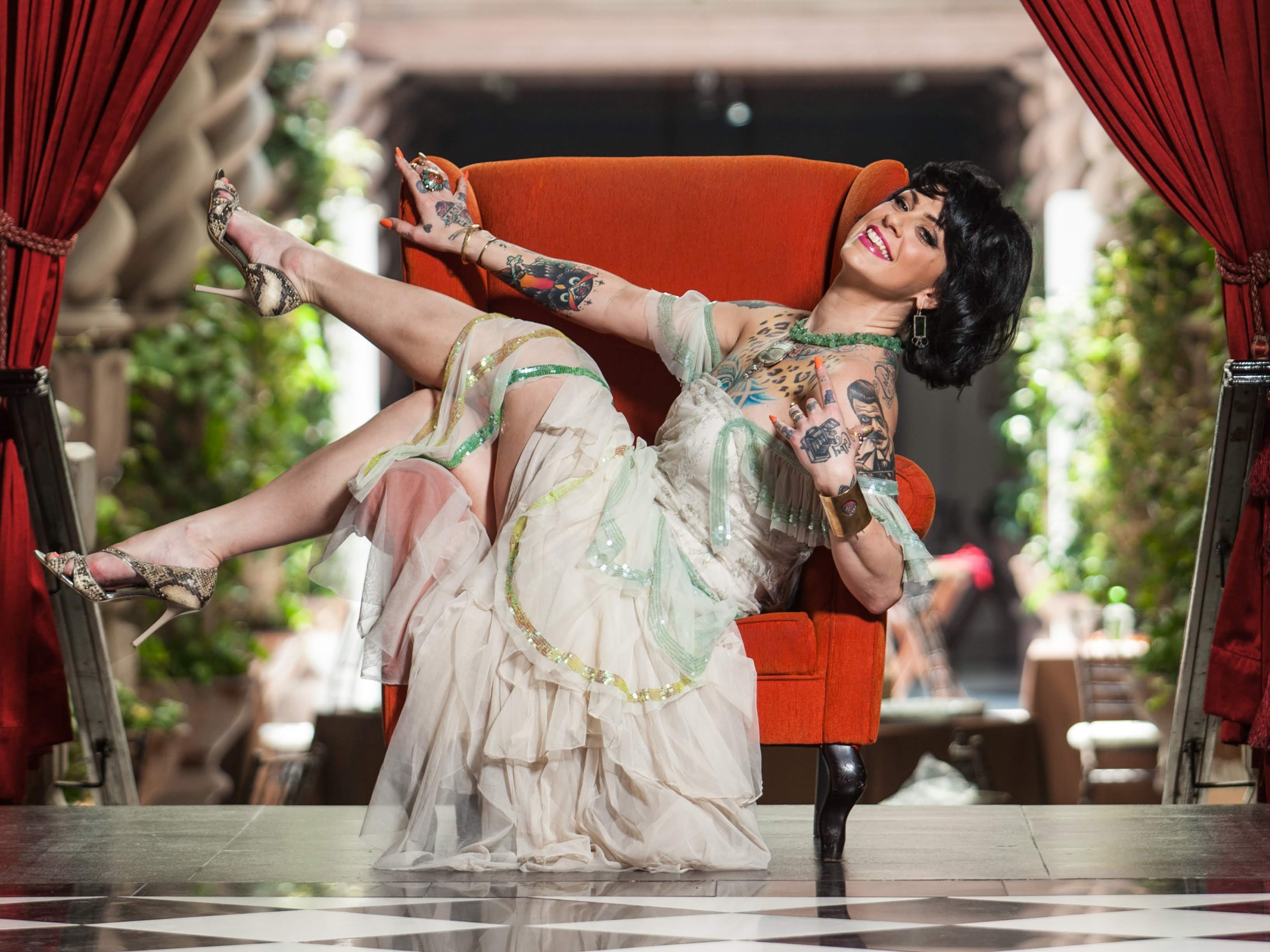 Danielle Colby Burlesque Pickers photo 19