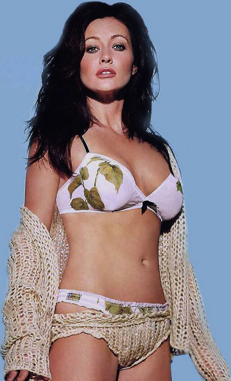Shannen Doherty Nude Pic photo 23