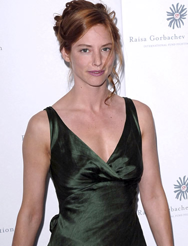 Sienna Guillory Sexy photo 5