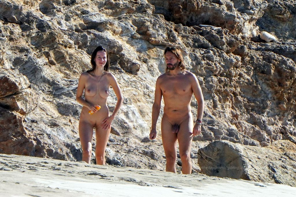 St Barths Topless photo 29